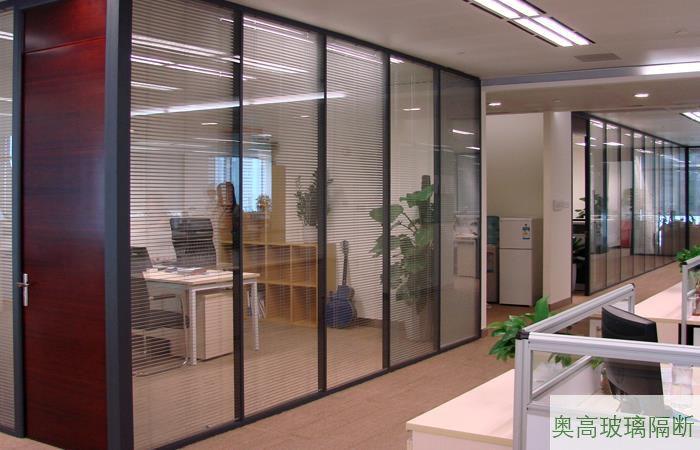 经理室黑色双层玻璃隔墙