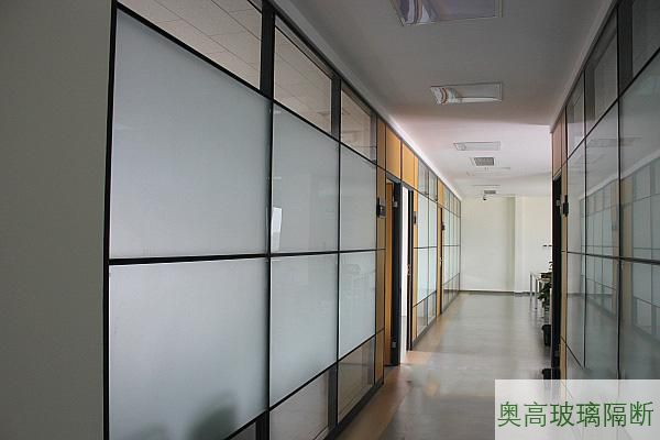 双层局部磨砂玻璃墙