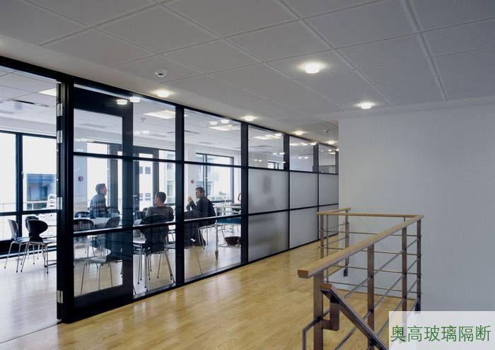 办公室休闲区玻璃隔墙